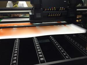UVプリンター稼働中です