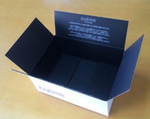 箱を開けたら、裏は黒色